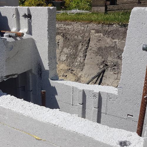 bouwkundig zwembad 5 x 10 meter stapelen holle blokken uitsparingen
