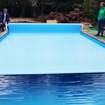 bouwkundig-zwembad-met-lamellenafdekking-2