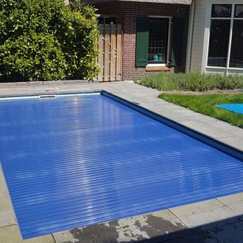 bouwkundig-zwembad-met-solarlamellenafdekking-amersfoort
