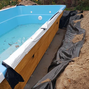 aanleg polyester zwembad 9,5 meter