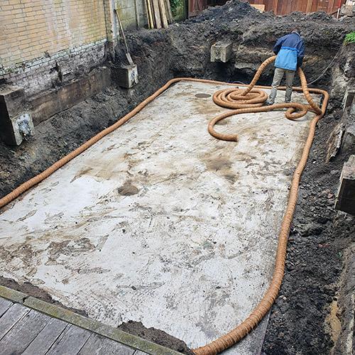 betonvloer voor polyester zwembad