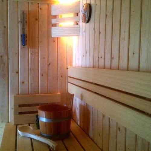 sauna-met-sauna-toebehoren-2