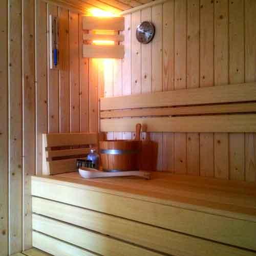 sauna-met-sauna-toebehoren