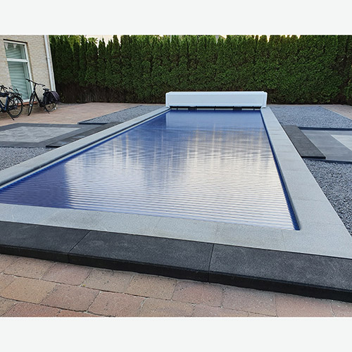 polyester zwembad met solar lamellenafdekking