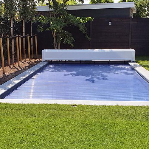 zwembad project Kariba 700 met aquadeck solar lamellenafdekking