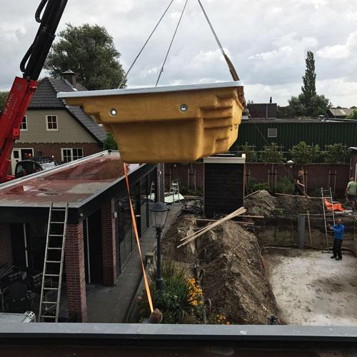 zwembad project Nijkerkerveen zwembad over dak takelen