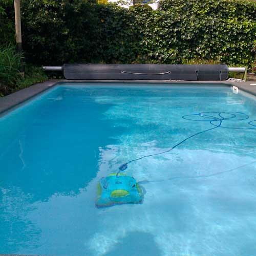 zwembadrobot-in-actie-bodem
